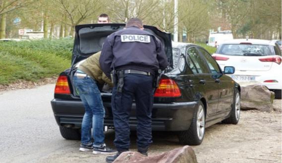 Lors des contrôles, les policiers ont vérifié le contenu des coffres (Photo@DDSP76)