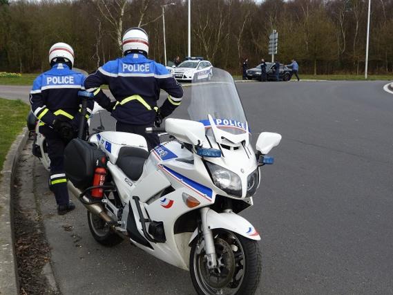 Les motards des CRS de Darnétal étaient associés à l'opération. Ici au rond-point du Zénith à Petit-Couronne (Photo@DDSP76)