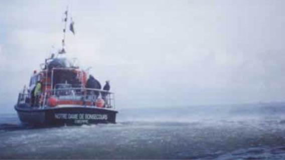 Les deux naufragés ont été récupérés sains et saufs à bord de la vedette des sauveteurs Dieppois (illustration@DR)