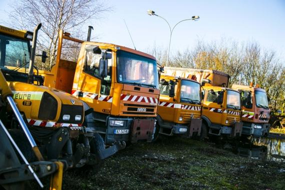 Des camions de 13 à 16 tonnes, avec ou sans grue, des fourgons, plusieurs tracteurs, des lots de pièces détachées des pneus ont fait le bonheur des enchérisseurs (Photo@CD27)
