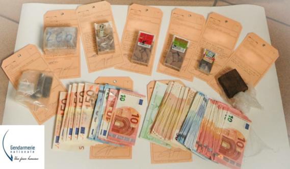Les gendarmes ont saisi de l'héroïne, de la résine de cannabis et une coquette somme d'argent en luquide au domicile des suspects (photo@gendarmerie)
