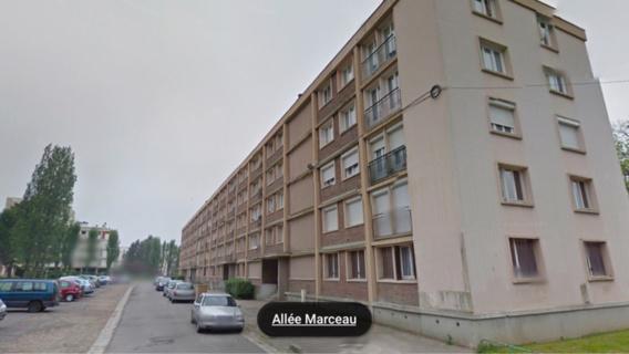 C'est dans un appartement de cette barre d'immeuble que le corps sans vie a été découvert hier matin par le locataire et son fils (Illustration)
