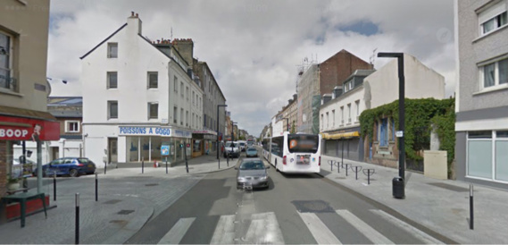 Le piéton traversait la chaussée sur le passage p^rotégé lorsqu'il a été percuté par le poids-lourd à l'intersection des rues Aristide-Briand et Berthelot (Illustration)
