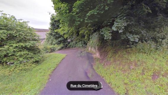 Le corps a été découvert sur ce chemin qui conduit au cimetière de Dieppedalle (@GoogleMaps)