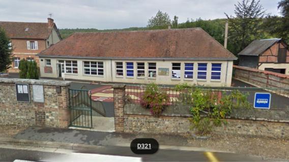 Fumée suspecte a l'école Maurice Ravel a Lyons-la-Forêt (Eure) : la centaine d'élèves évacuée