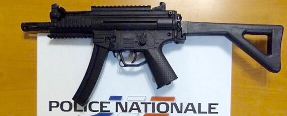 Rouen : à 13 ans, armé de répliques de fusil d'assaut et de pistolets automatiques