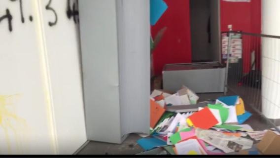 A la permanence du PS, les dossiers ont été sortis des tiroirs et éparpillés au sol (Photo@DR)