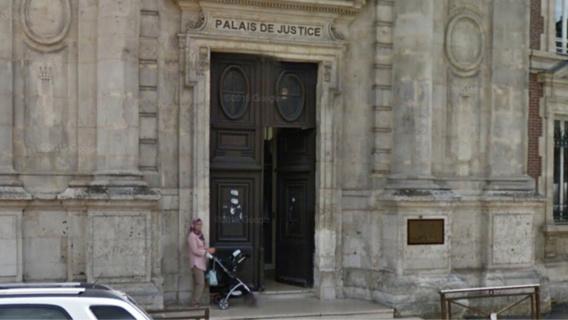 Évreux (Eure) : l'adolescent outrage une fonctionnaire de police dans le palais de justice