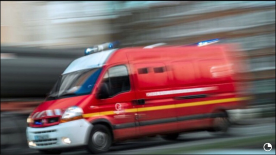 Le motard a été transporté dans un état jugé grave par les pompiers au CHU de Rouen (Illustration)