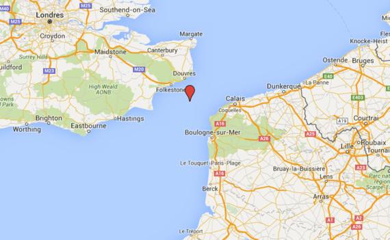 Trois migrants, dans un canot pneumatique près de sombrer, secourus au large du Pas-de-Calais