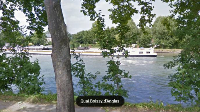 Le cadavre flottait à la surface de la Seine lorsqu'il a été aperçu par un promeneur (Illustration)
