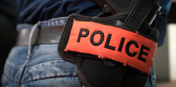 Les enquêteurs ont procédé à des recherches d'empreintes sur le véhicule des victimes (Illustration)