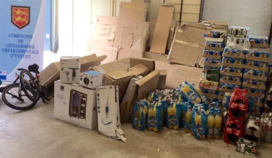 De la drogue mais aussi des objets provenant de divers vols ont été découverts lors des perquisitions (Photos@Gendarmerie)