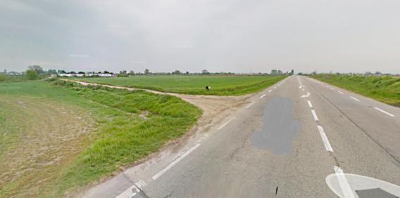 La Clio débouchait du chemin des Belhâtres où sont installés des camps de gens du voyage lorsqu'elle a percuté de plein fouet le scooter qui lui circulait avenue de Poissy (Illustration@Google Maps)