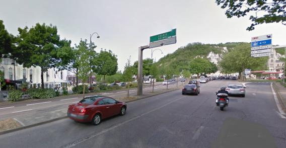 La moto remontait l'avenue Aristide-Briand, en direction de la place Saint-Paul. En faisant un doigt d'honneur aux policiers qui venaient de contrôler sa vitesse, le pilote a perdu le contrôle de l'engin et a heurté la bordure de l'iîlot central (Illustration@Google Maps)