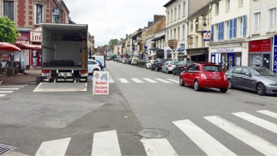 Le pilote de la moto de cross circulait dangereusement dans les rues du centre-ville de Pacy-sur-Eure (Illustration@infonormandie)