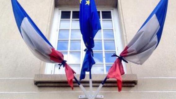 Les drapeaux sont en berne sur les édifices publics en hommage aux victimes de l'attentat de Nice (illustration)