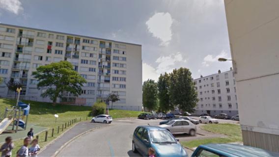 Le petit garçon, seul sur le balcon au 4ème étage, s'amusait dangereusement à escalader un étendoir à linge (illustration@Google Maps)