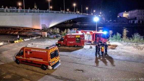 Une quantaine de sapeurs-pompiers ont été mobilisés pour tenter de retrouver le conducteur disparu (photo@service communication du SDIS76)