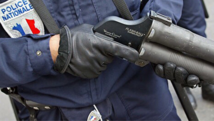 Les forces de l'ordre ont fait usage a deux reprises du flash-ball pour disperser le groupe d'assaillants (illustration)