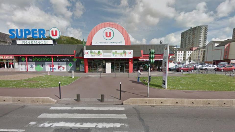 La bagarre a éclaté sur le parking de cet hypermarché à Maromme (illustration@Google Maps)