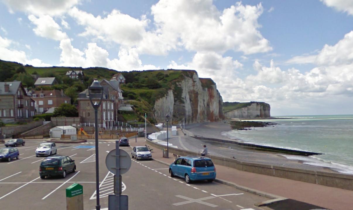 La falaise s'est effondrée sur une centaine de mètres sur la plage entre Saint-Martin-aux-Buneaux et les Petites Dalles