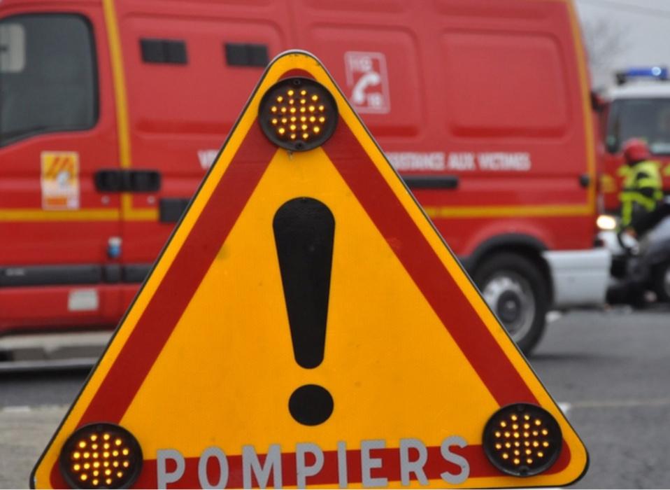 Le motard, souffrant de douleurs dorsales, a été conduit à l'hôpital André Mignot (Illustration)