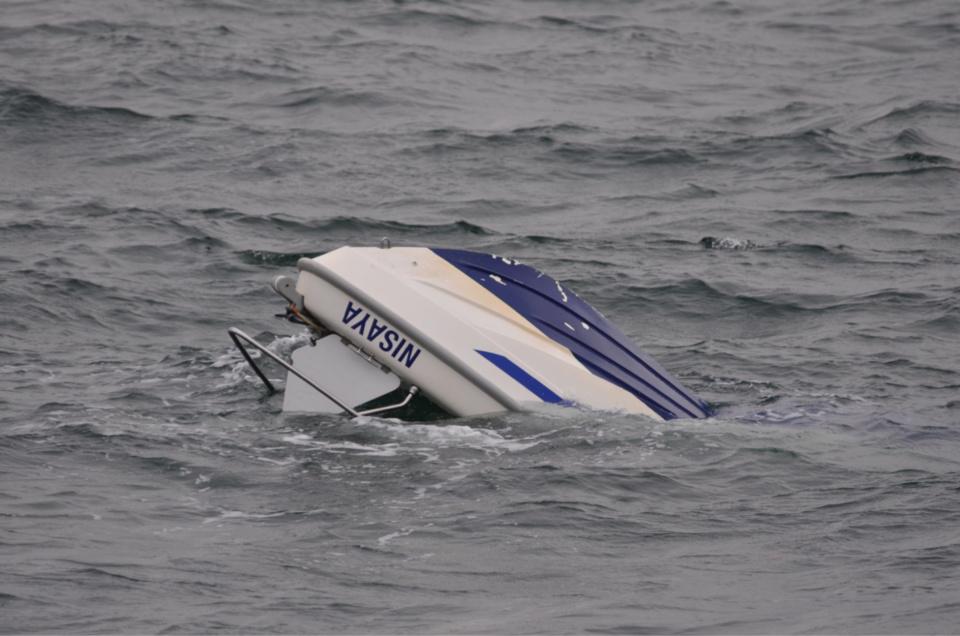 Le plaisancier était sur le point de couler lorsque les secours sont arrivés (Photos@Marine nationale)