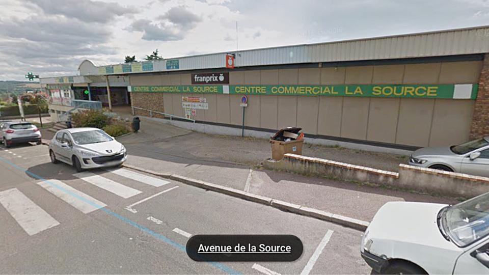 Nouvel incendie criminel dans un centre commercial de for Centre de loisirs yvelines