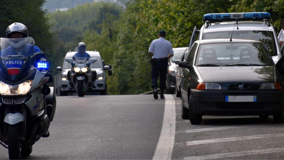 Les motards ont accompagné les contrevenants vers la sortie afin de les verbaliser dans un lieu sécurisé (photo@DDSP76)