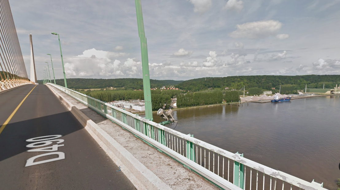 La femme serait tombée du pont de Brotonne, selon un témoin (Illustration@Google Maps)