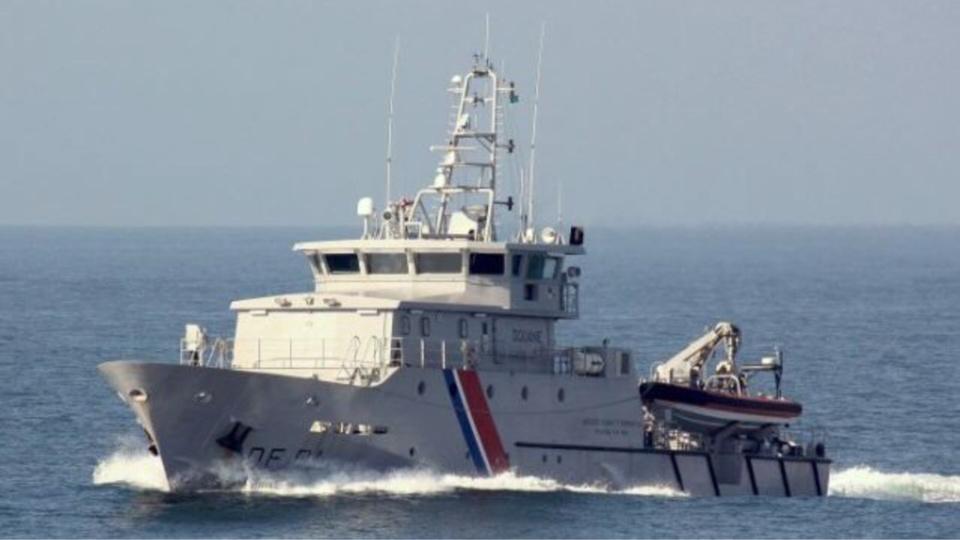 """A 11h40, en dépit de l'intervention du patrouilleur des Affaires maritimes, le """"Laisse Tomber"""" a coulé (Illustration@Marine nationale)"""