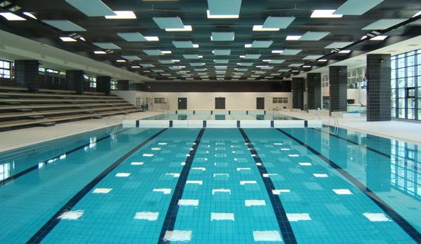 Versailles fum e suspecte et d flagrations la piscine for Piscine publique