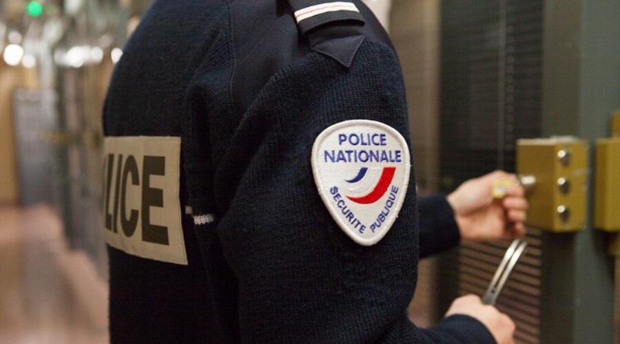 L'auteur des violences, âgé de 23 ans, a été placé en garde à vue au commissariat d'Evreux (Illustration)