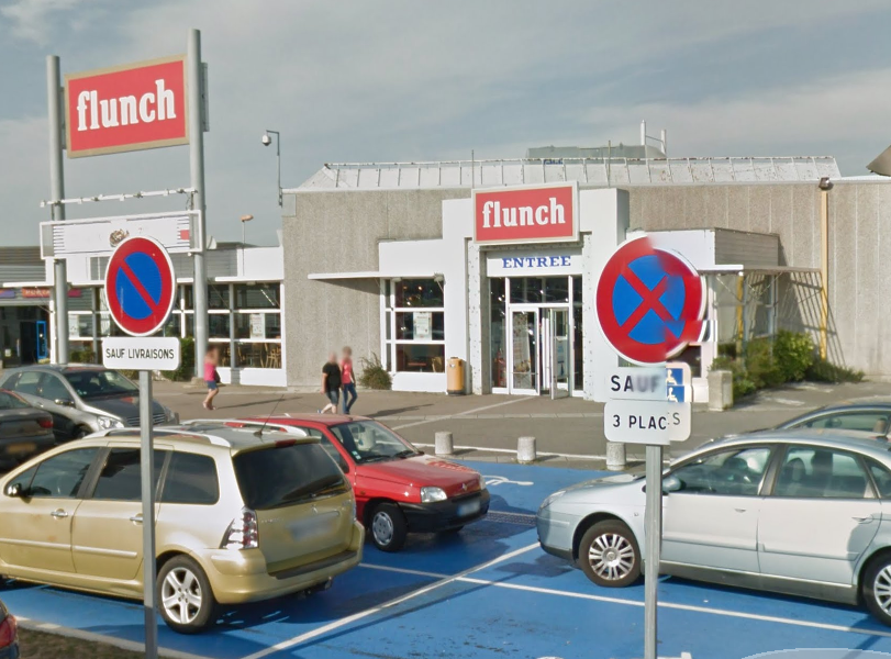 Chez Flunch, à Dieppe, un bloc de climatisation menace de tomber. Le restaurant a fermé ses portes temporairement par précaution (Illustration)