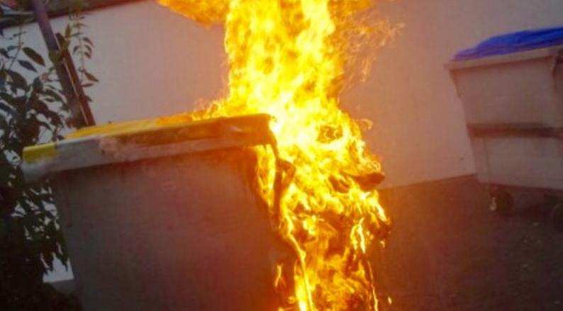 Ses voisins l'importunaient, il se venge en brûlant une poubelle (Illustration)