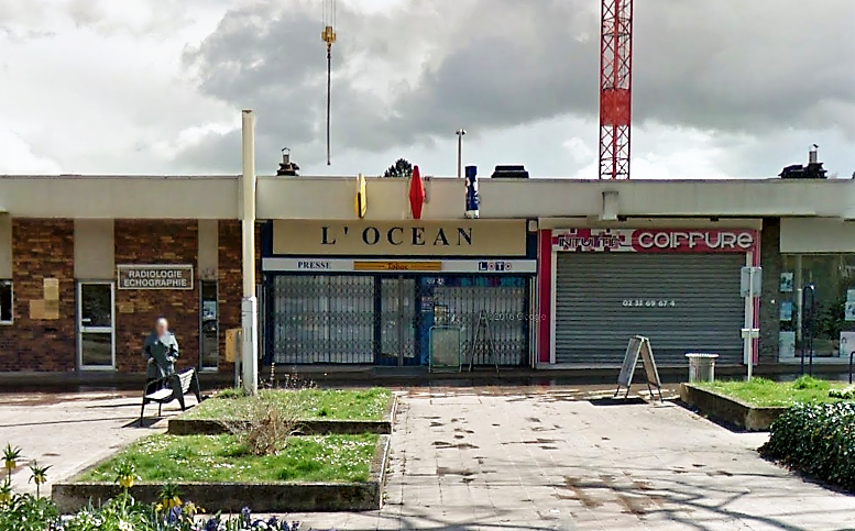 Les malfaiteurs se sont attaqués à ce tabac-presse installé dans le petit centre commercial de la place Eugène Delacroix (Illustration©Google Maps)
