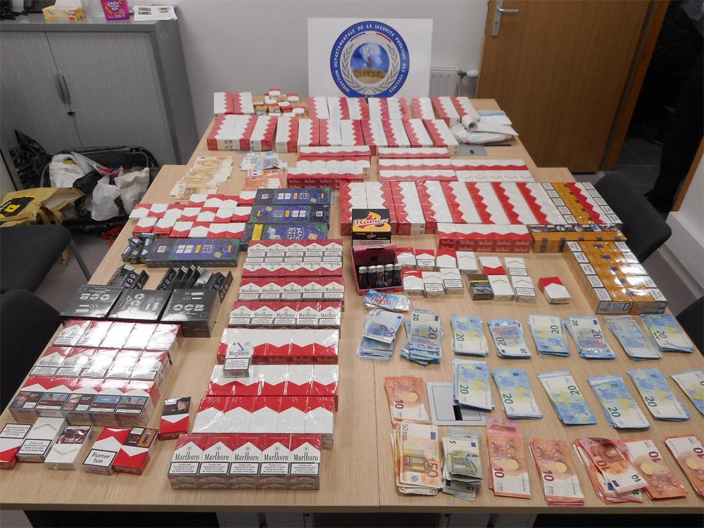 634 paquets de cigarettes de contrebande et plus de 7 000€ ont été saisis lors des perquisitions (Photo@DDSP78)