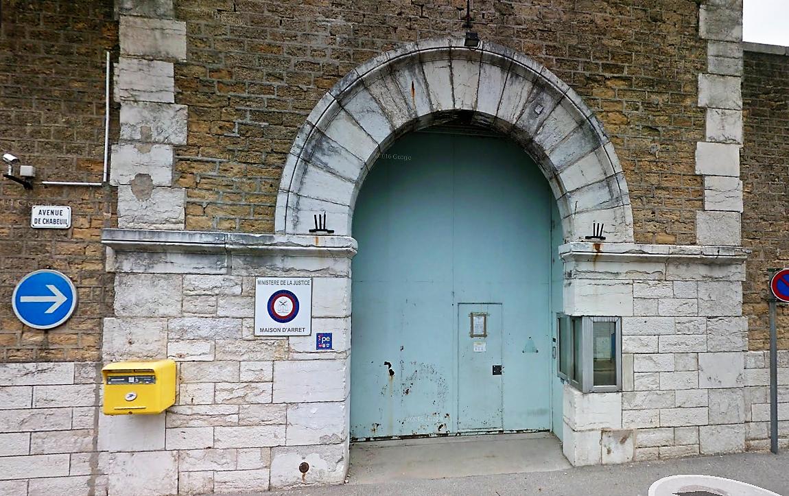 Mutinerie à la prison de Valence (Drôme) : détenus retranchés et cellules incendiées ce dimanche