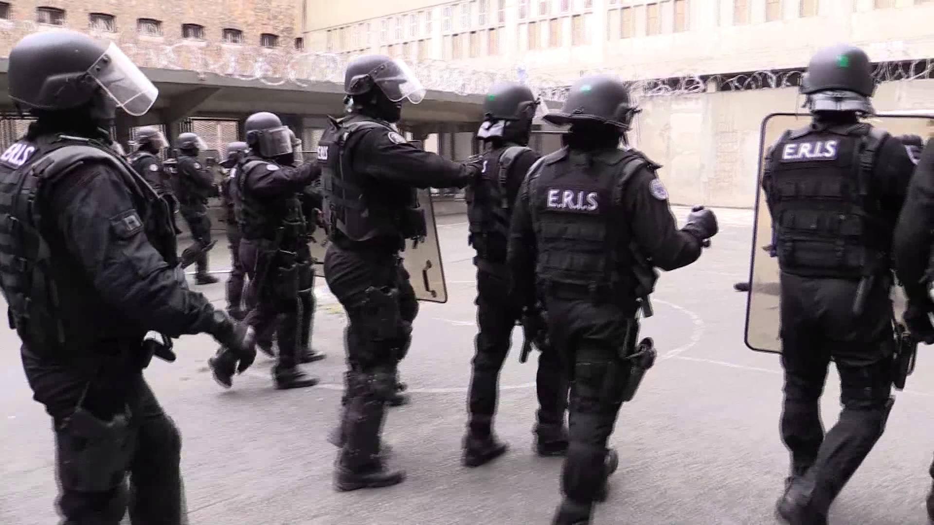 Les Équipes régionales d'intervention et de sécurité (ERIS) ont pris le contrôle de la situation et ont mis fin à la mutinerie en 45 minutes (illustration©Youtube)