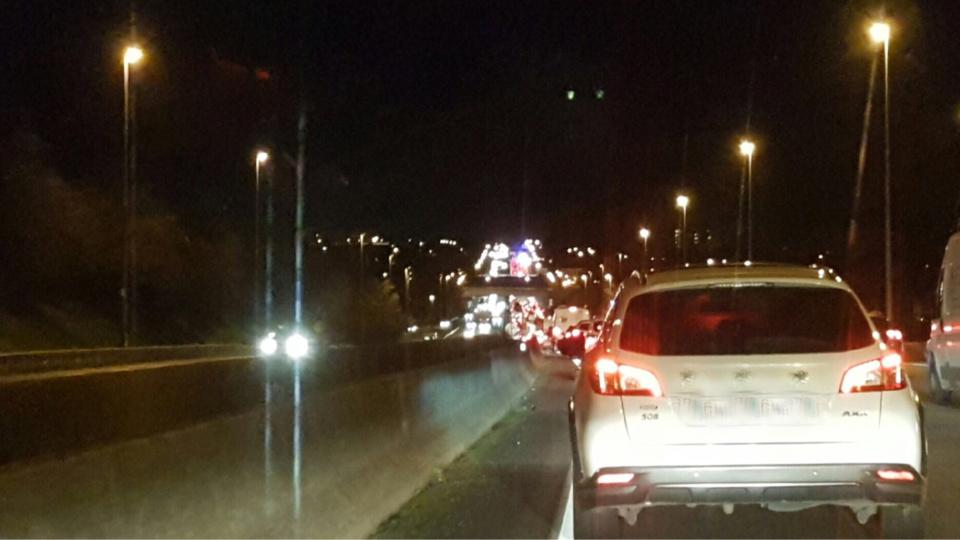 La circulation est bloquée en amont de l'accident en direction de Mantes (Photo©D.R. pour infonormandie)