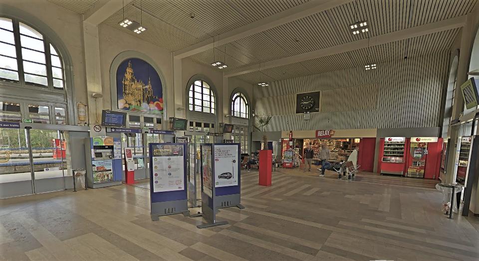 Le perturbateur semait la zizanie dans le hall de la gare (Illustration)