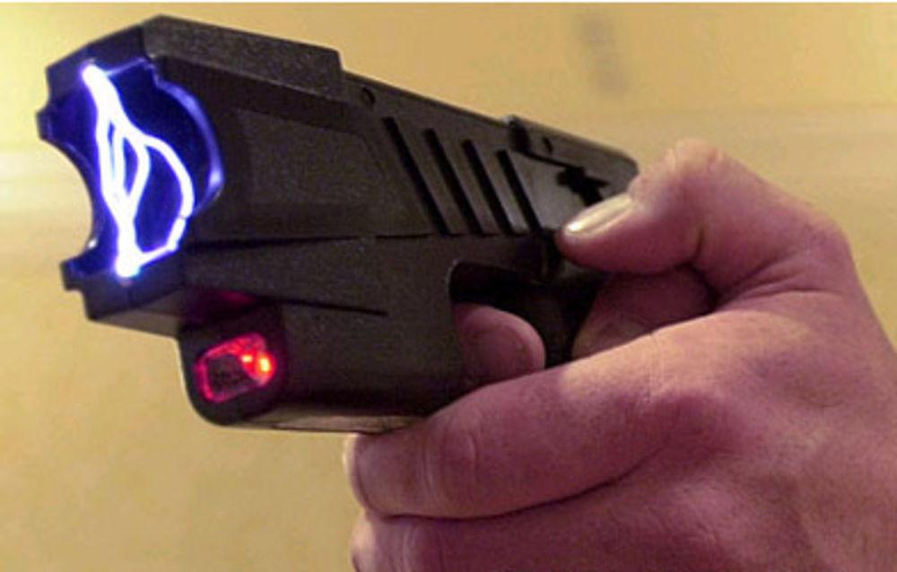 L'agresseur a fait usage d'un pistolet à impulsion électrique (Illustration)
