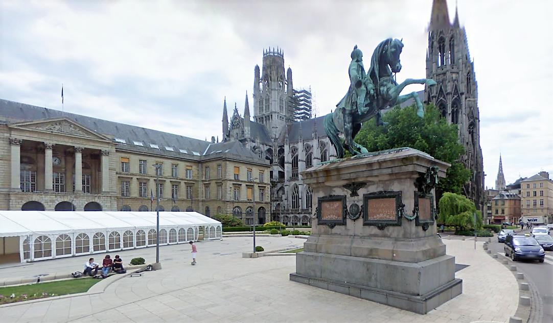 Les vandales ont été surpris en pleine action au pied de la statue de Napoléon devant l'hôtel de ville (illustration)