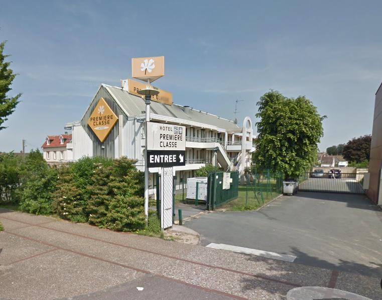Le malfaiteur a menacé la réceptionniste, une stagiaire et une cliente avec une arme de poing (Illustration©Google Maps)