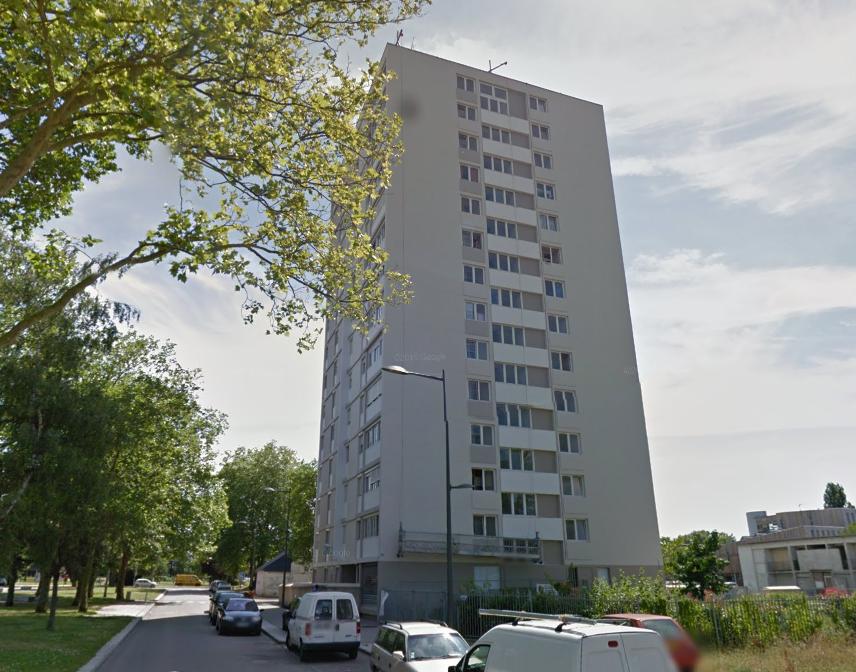 La tour d'où l'homme s'est jeté du 13 ème étage dans le quartier de la Madeleine (illustration)