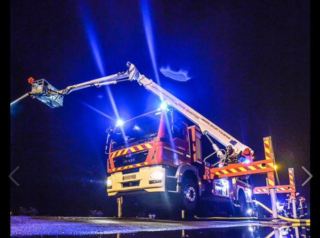 80 sapeurs-pompiers et d'importants moyens hydrauliques sont à pied d'oeuvre ce soir pour circonscrire l'incendie (Photo©Sdis76)