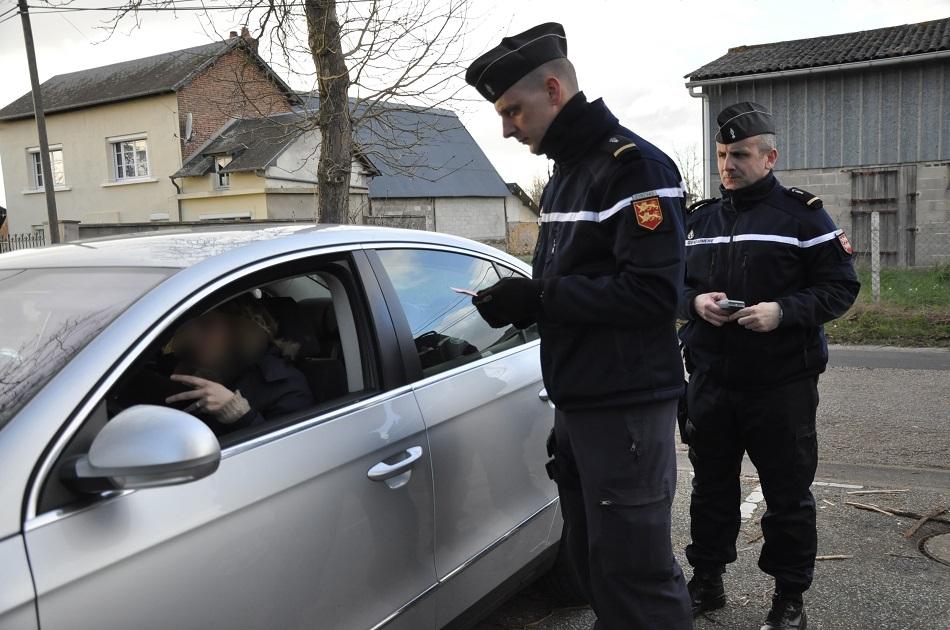 Gendarmes et policiers seront particulièrement présents sur les routes avant, pendant et après le réveillon (Photo d'archives ©infoNormandie)