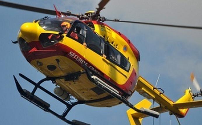 Le blessé a été transporté au CHU de Caen par l'hélicoptère de la sécurité civile, Dragon 76 (Illustration)