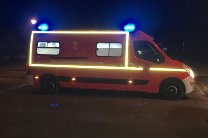La victime souffrant de douleurs aux jambes, après une cghute de trois mètres, a été conduit à l'hôpital par les sapeurs-pompiers (illustration ©infoNormandie)